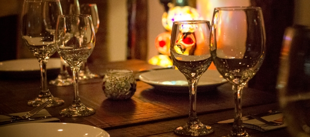 Wine glasses with Turkish lights